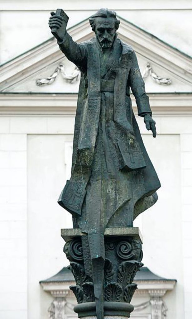 Pomnik ks. Skargi autorstwa Czesława Dżwigaja na Placu św. Magdaleny w Krakowie.