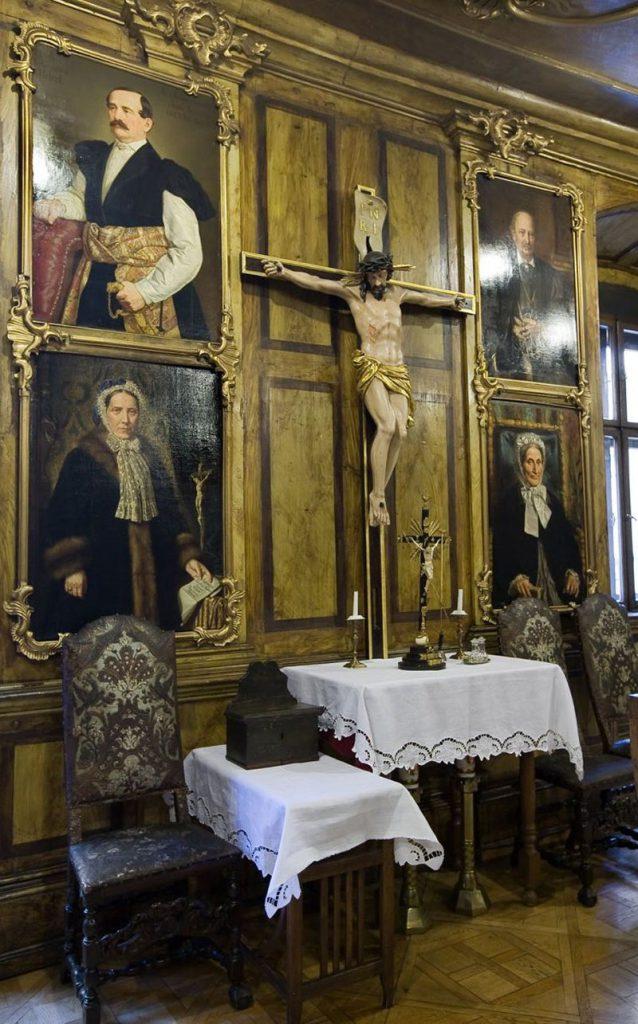 Portrety Helclów i Lasockich po obu stronach Pasji. Sala portretowa.